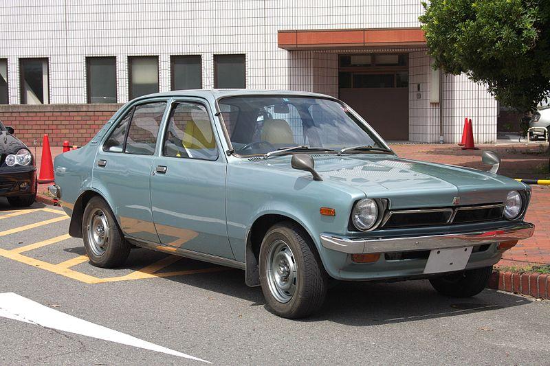 800px-Isuzu_Gemini_PF_Osaka_JPN_001